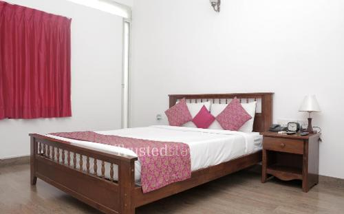 Service apartments in Bangalore - Deluxe Bedroom