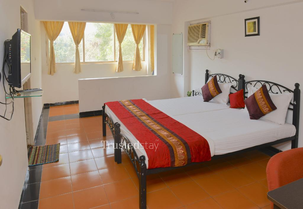 Service apartments in Ambawadi, Ahmedabad - Deluxe Bedroom