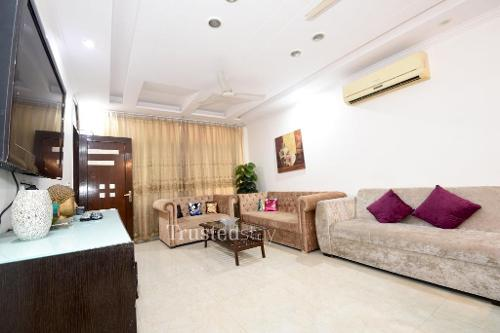 Master bedroom | service apartments in Okhla, Delhi-NCR