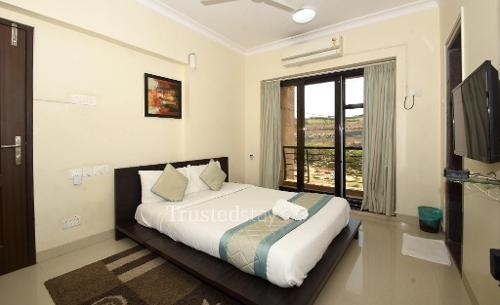 Bedroom | luxury service apartments in Malad East, Mumbai
