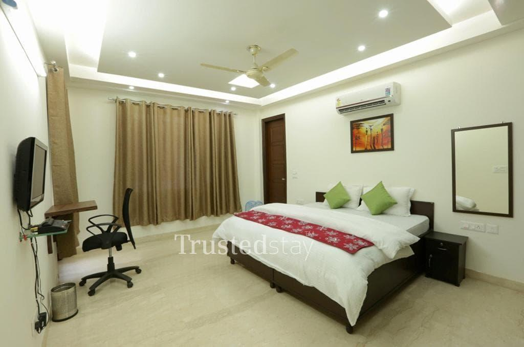 Book Trustedstay Service Apartments in Delhi | Bed Room