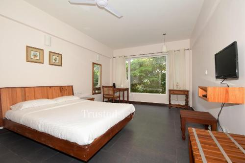 Book Service Apartments in Thevara , Cochin | Studio Bedroom