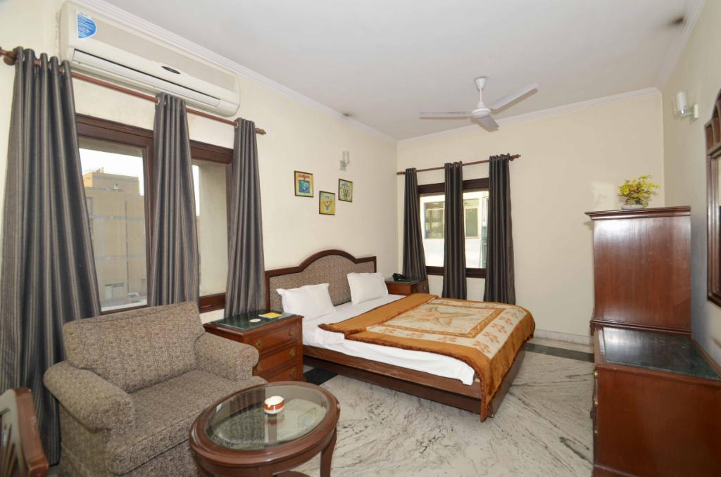 Delhi Service apartment in Safdarjung - Deluxe Bedrom