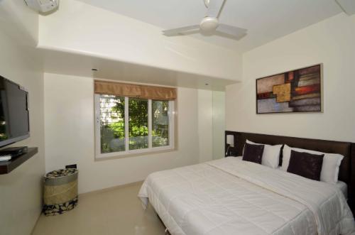 Book Service Apartments | Ville Parle (E) | Mumbai - Master Bedroom